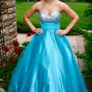 Blush brand Bright Blue Princess Prom Dress!